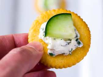 What Crackers Go With Cream Cheese