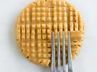 3 Ingredient Peanut Butter Cookies With Powdered Sugar