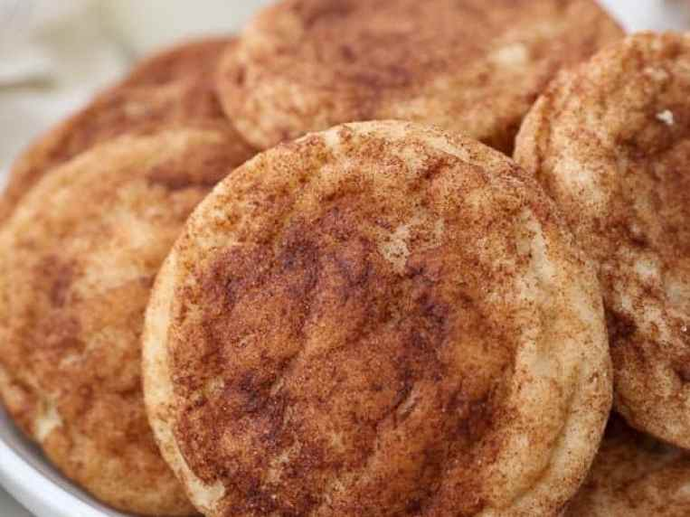 Easy Snickerdoodle Cookies- so soft & chewy