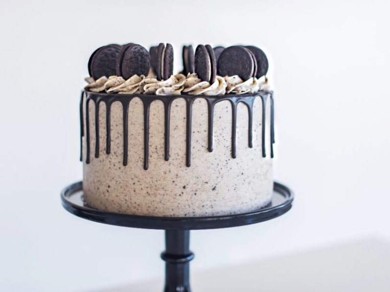 The Best Ever Cookies and Cream Cake