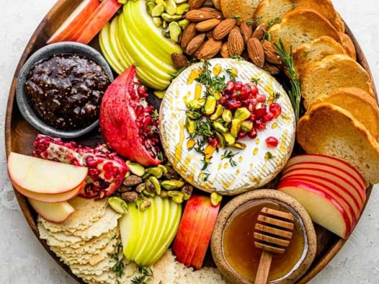 Baked Brie Holiday Appetizer
