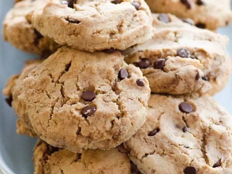 Almond Flour Chocolate Chip Cookies {No Chilling}