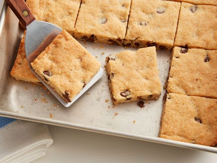 Soft-Baked Chocolate Chip-Cream Cheese Cookie Bars Recipe