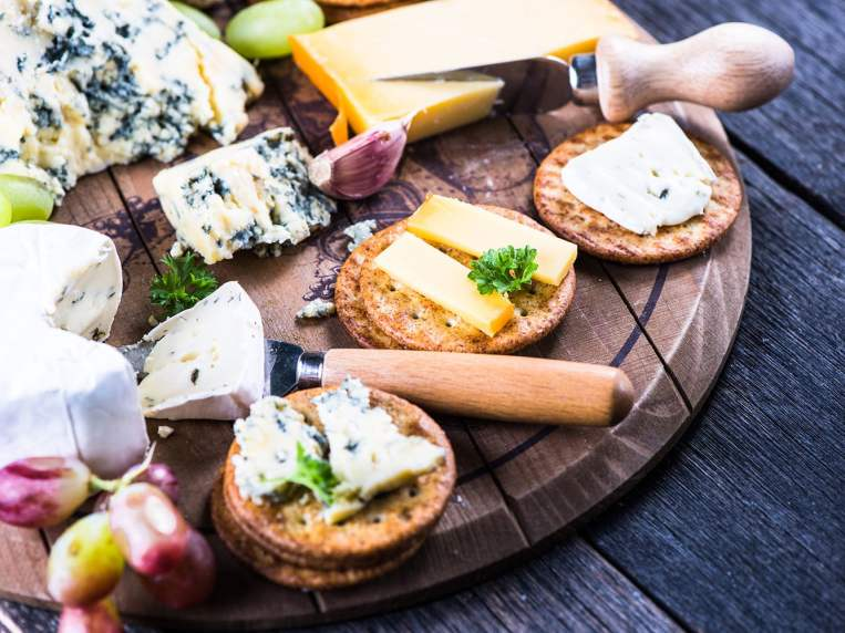 The Best Crackers for Cheese for Your Next Party