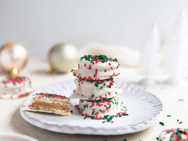 Ritz Cracker Cookie Coated in White Chocoalte (Christmas Cookie!)