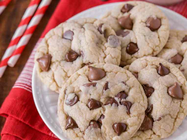 The Best Chocolate Chip Cookies Recipe (+VIDEO)