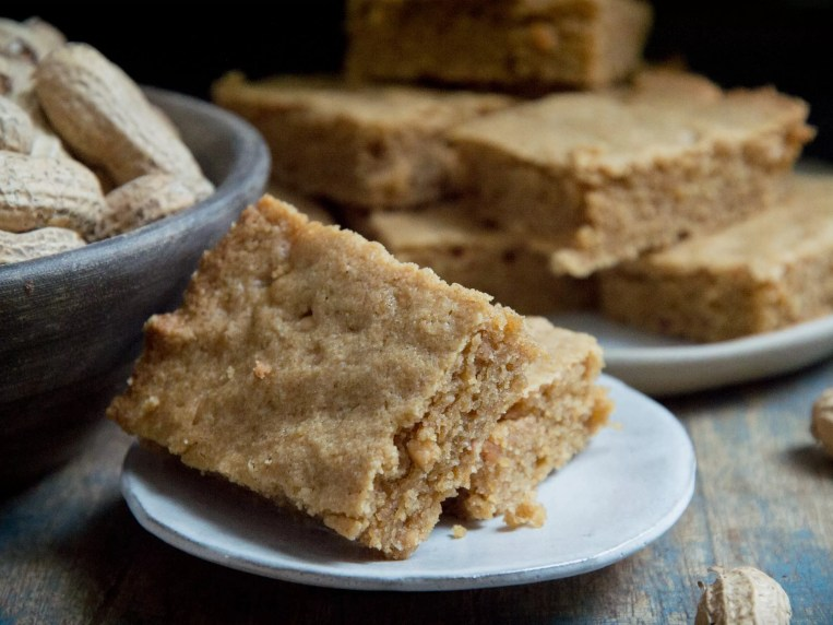 Low-Carb Peanut Butter Cookie Bars