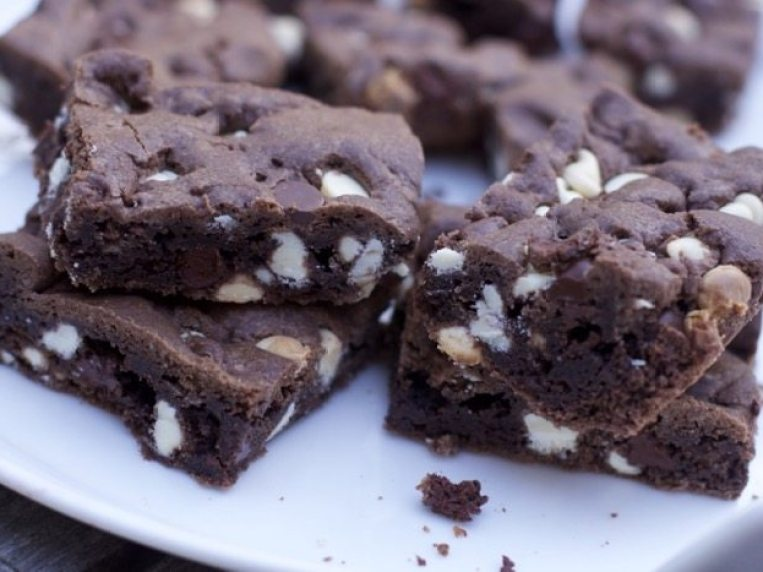 How to make Cookie Bars with Chocolate Cake Mix (Dessert for a