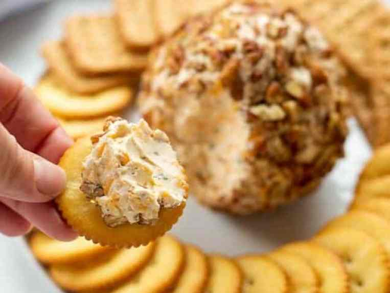 What Kind Of Crackers To Serve With Cheese Ball