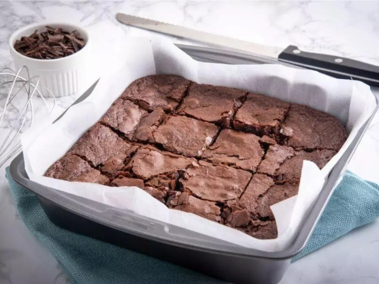 How to Remove Brownies from a Pan (Without Crumbling or