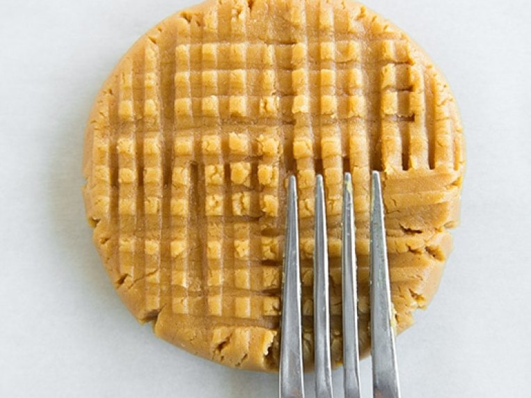 Easy Peanut Butter Cookies With Powdered Sugar