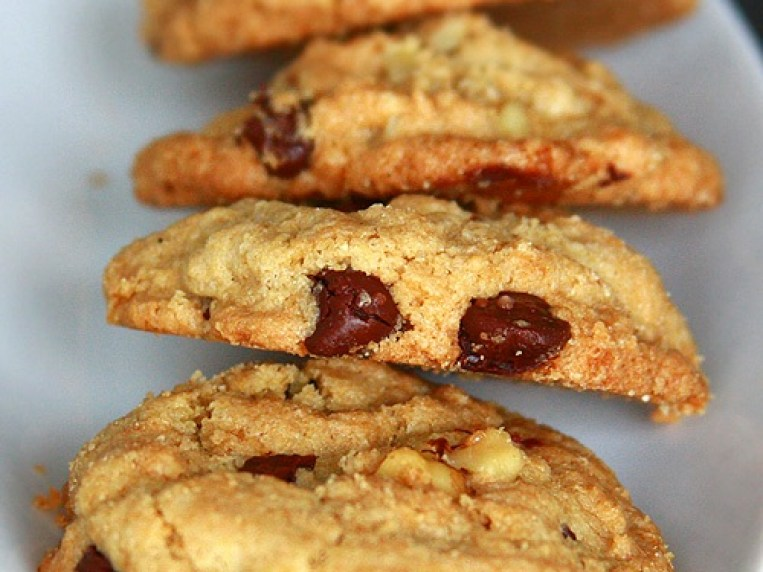 Oats & Brown Rice Flour Chocolate Chip Cookies