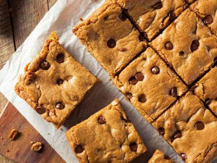 Keto Soft-Baked Chocolate Chip Bars · Fittoserve Group