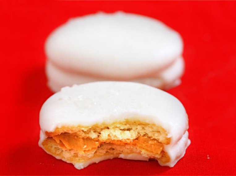 Ritz Crackers With Peanut Butter Dipped In White Chocolate