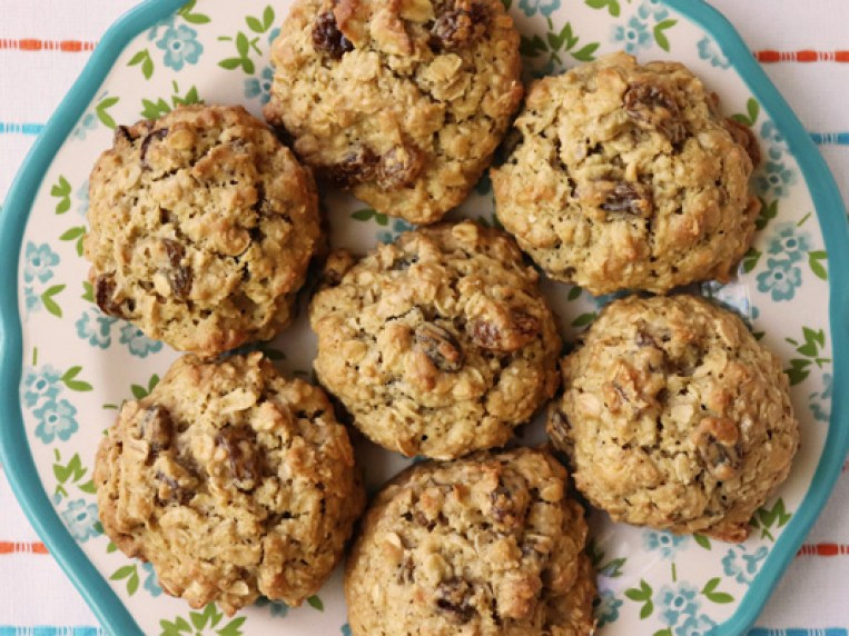 Soft Chewy Oatmeal Raisin Cookies No Butter