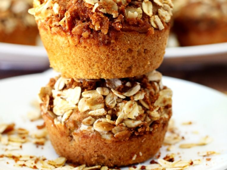 Apple Cinnamon Muffins with Oat Streusel Topping