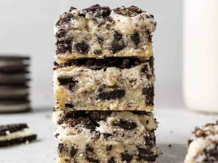 Get the Recipe: Frosted Oreo Cookie Bars