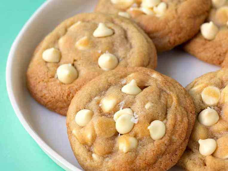 White Chocolate Chip Cookies (Quick and Easy)